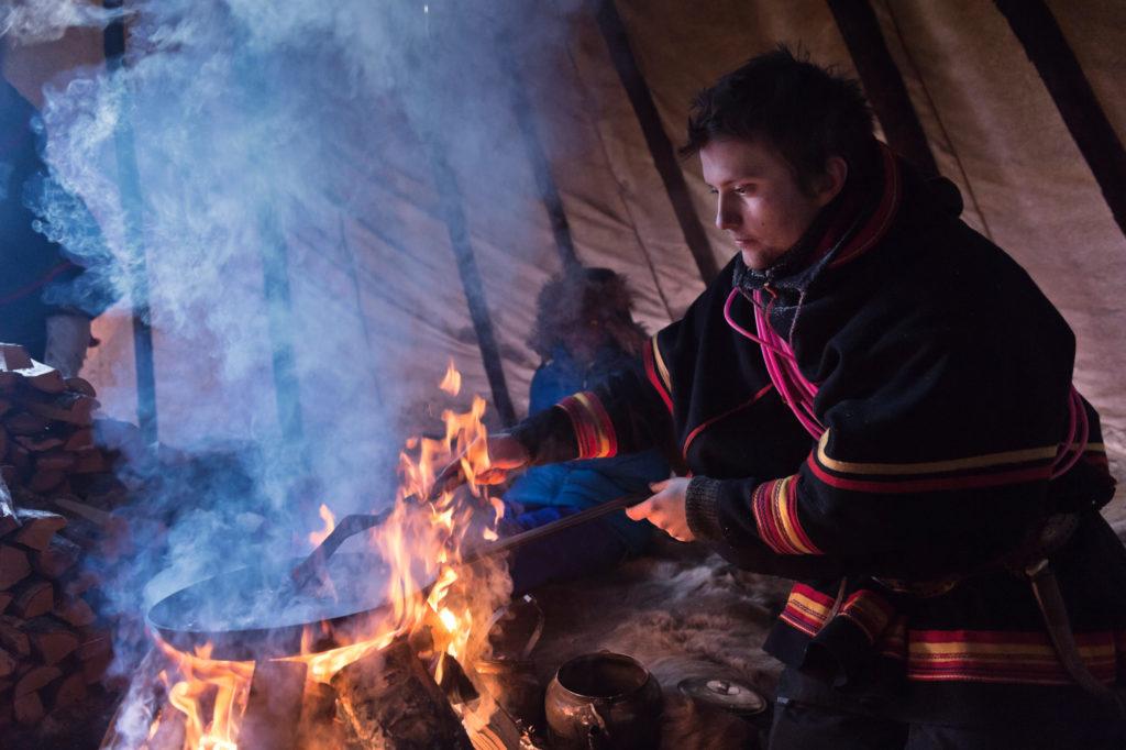 Sami in traditioneller Tracht